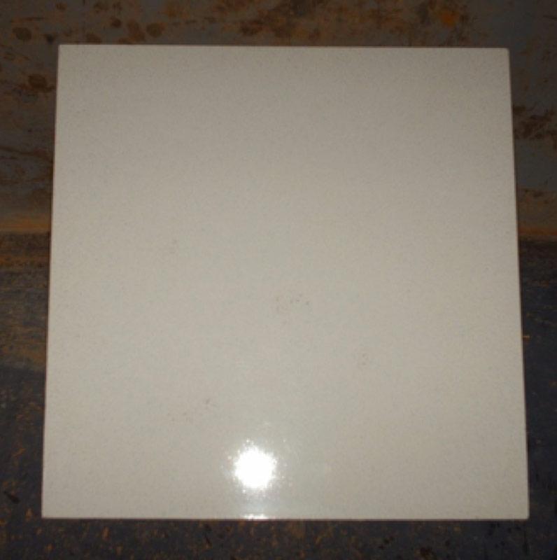 Cemento emisor de luz cargándose con luz artificial. Imagen Conacyt.